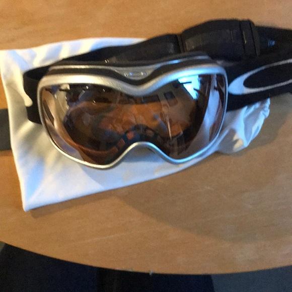 b822676a802 Women s Oakley Stockholm Ski  Snowboard Goggles. M 5a90c2ff2c705de618e87286